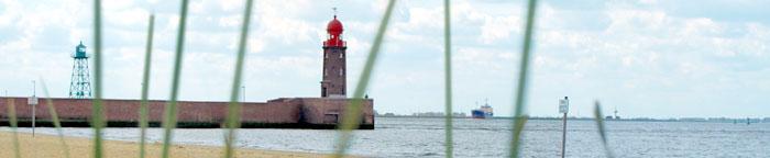 Leuchtturm und Kaimauer